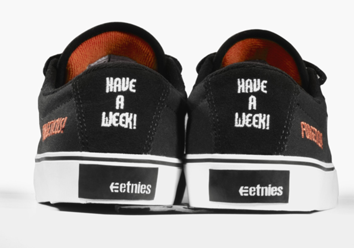 kevin-smith-etnies-smeakers-sdcc-2011-launch-16