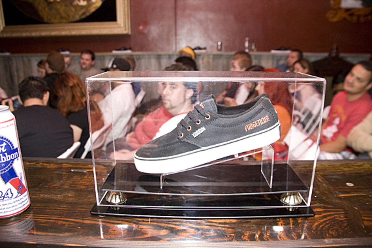 kevin-smith-etnies-smeakers-sdcc-2011-launch-08