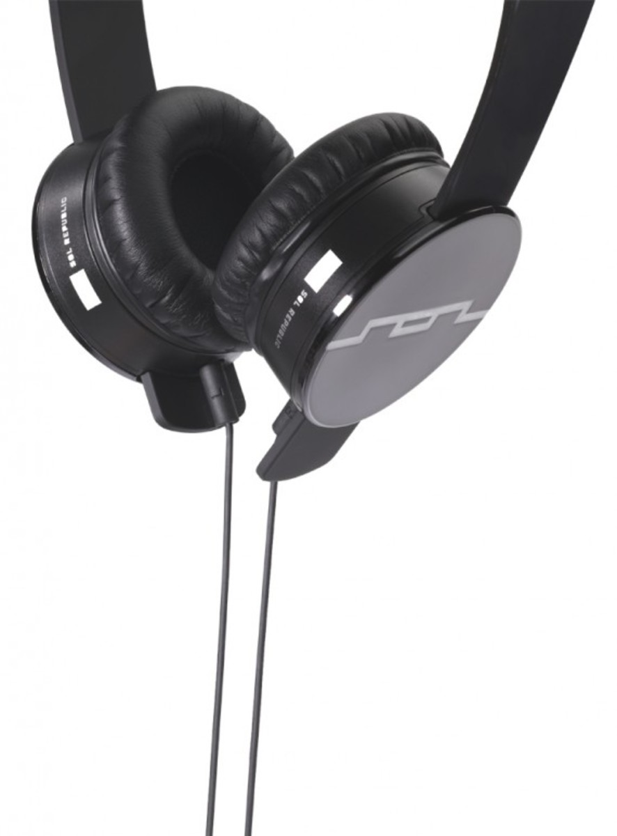 sol-republic-tracks-headphones-black-05