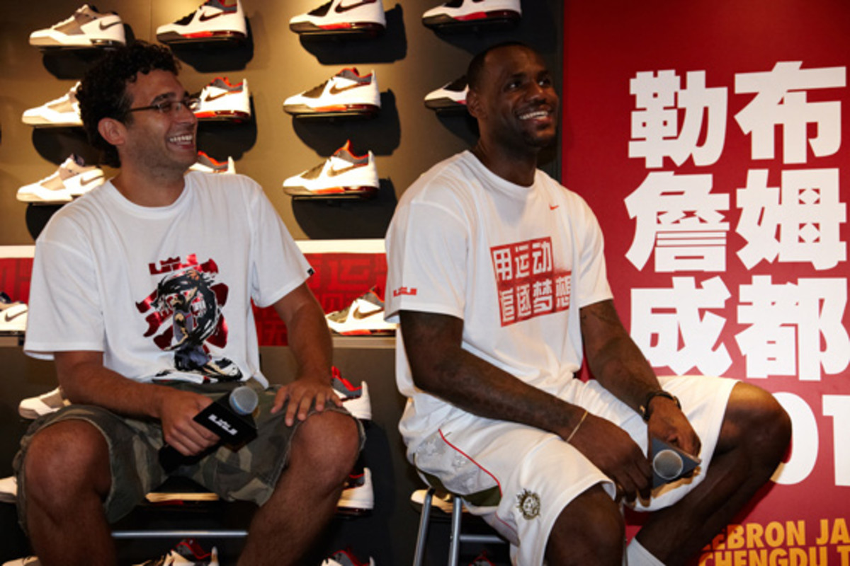lebron-james-basketball-tour-china-2011-chengdu-11