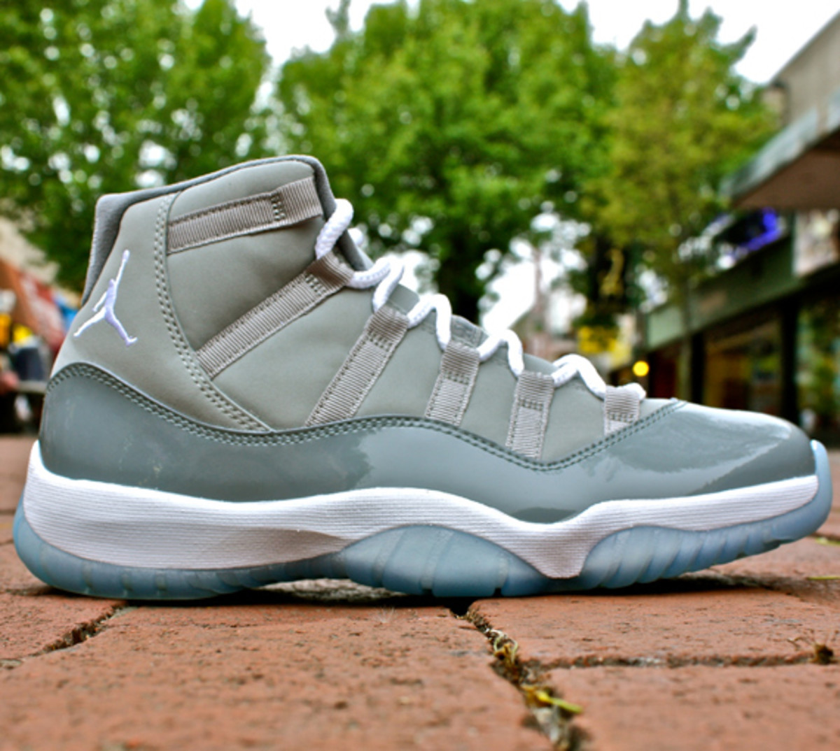 nike-air-jordan-xi-cool-grey-moes-00