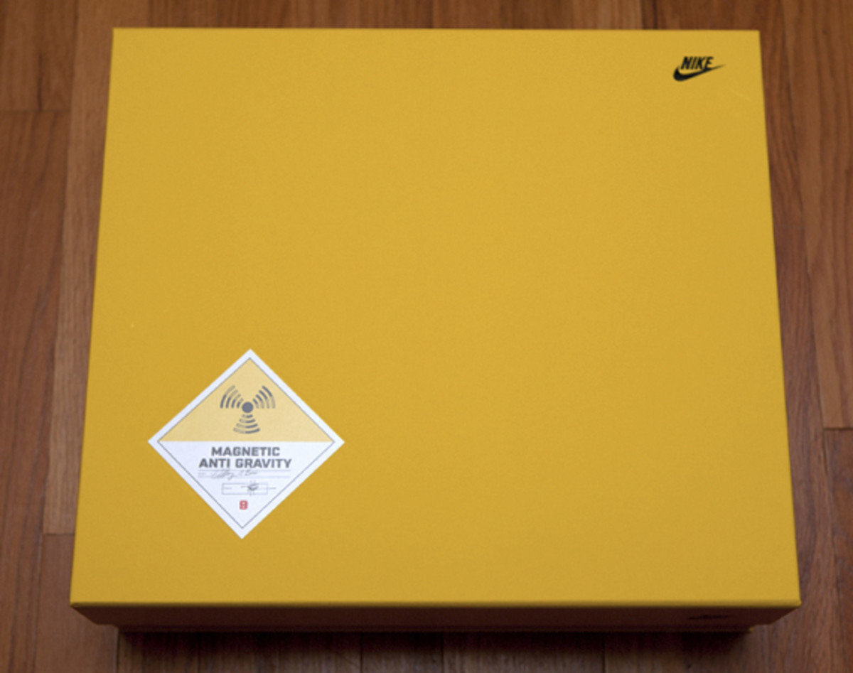 2011-nike-mag-unboxing-07