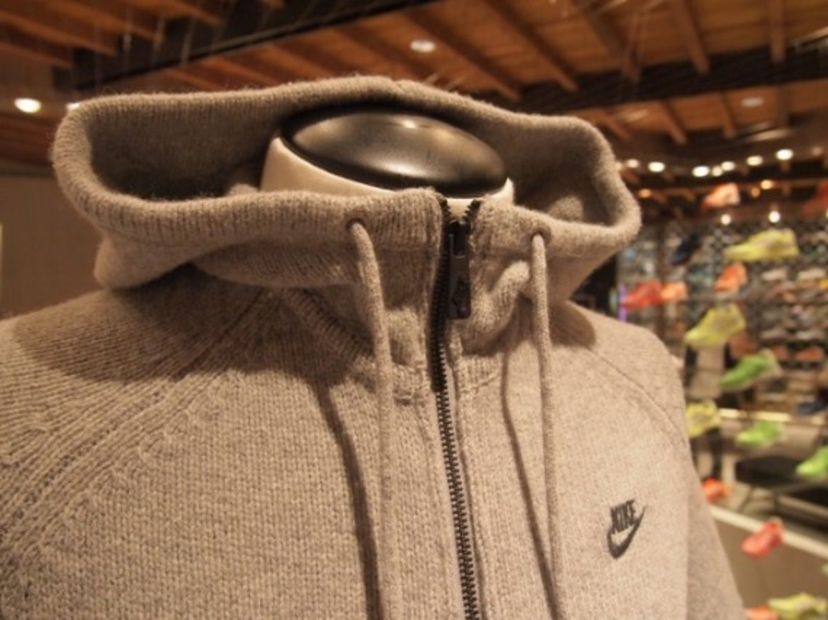 aw77-knit-hoodie-02