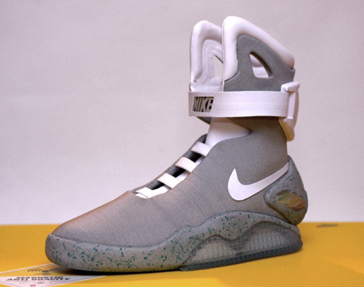 2011-nike-mag-unboxing-23