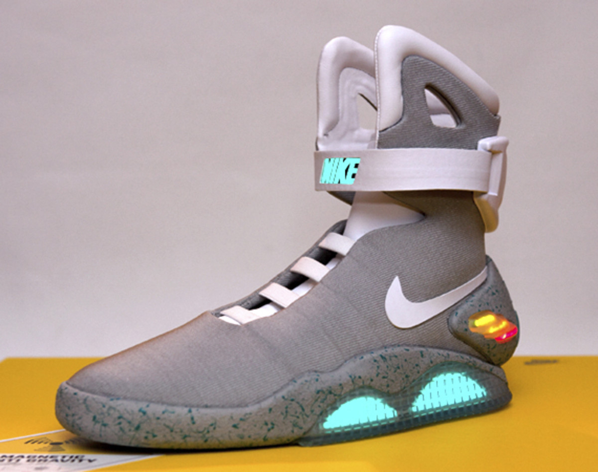 2011-nike-mag-unboxing-26