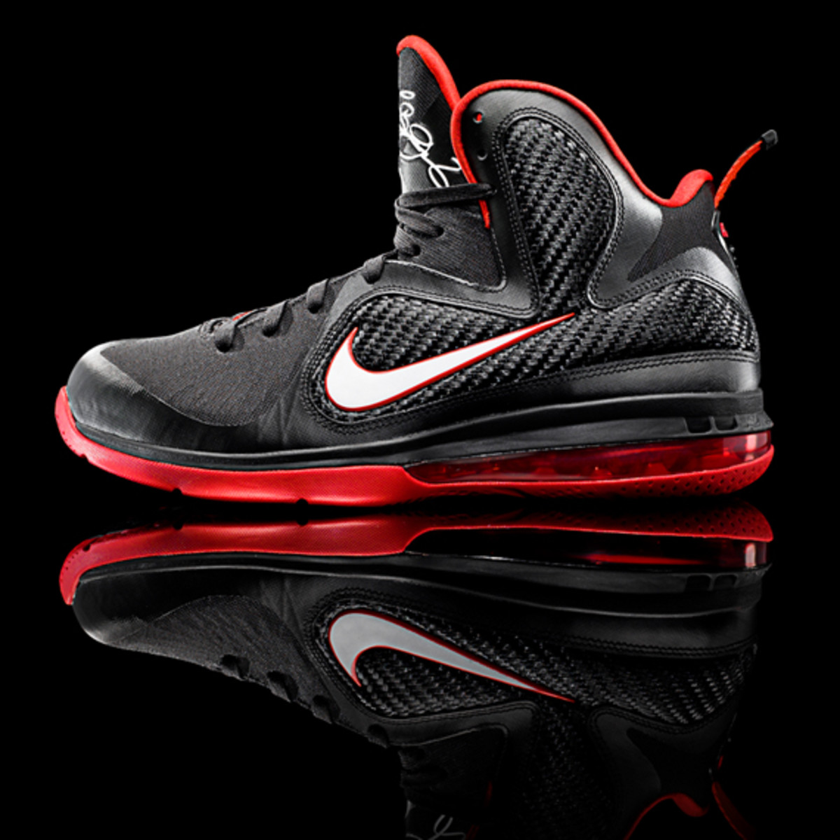 nike-lebron-9-detailed-look-01