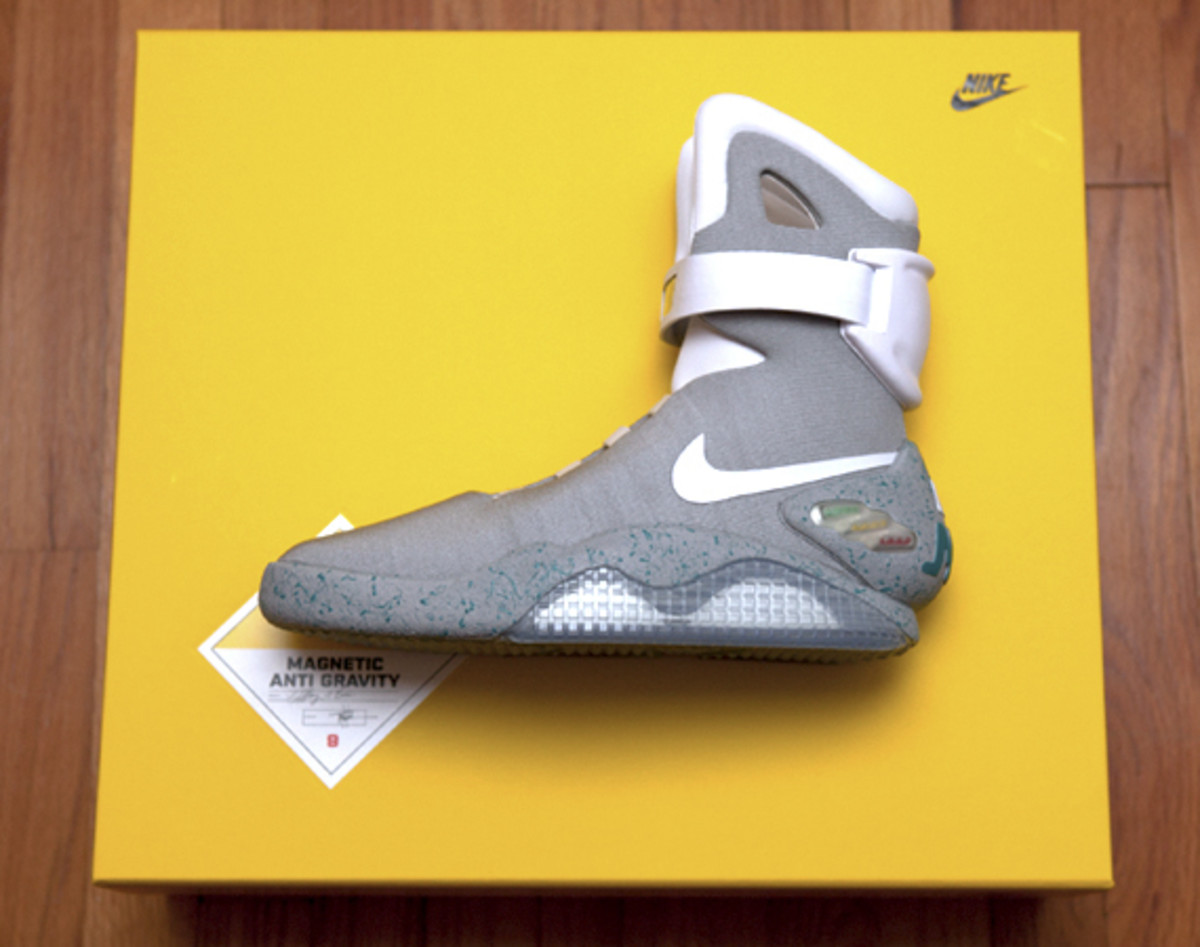 2011-nike-mag-unboxing-18