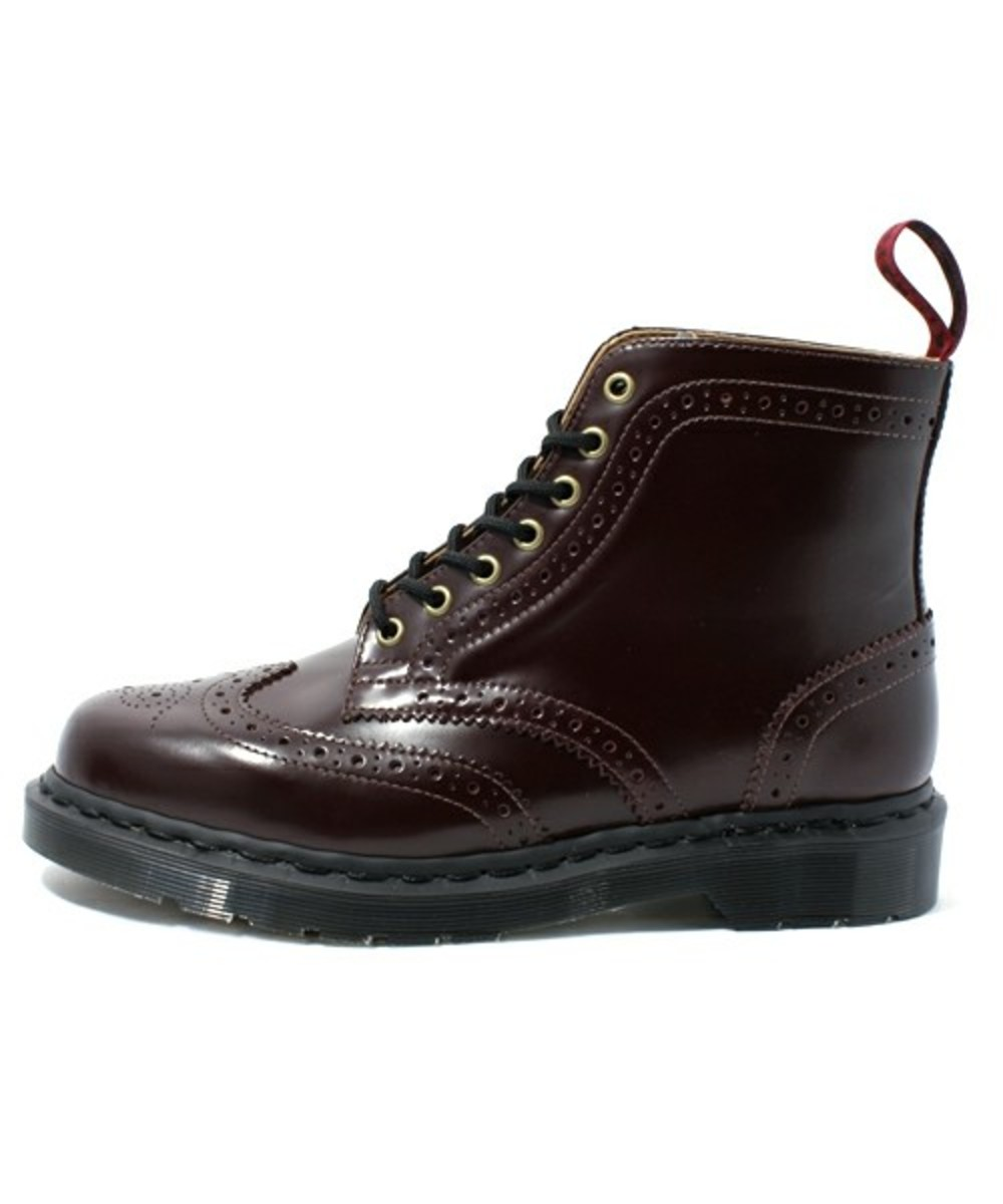 7-hole-wing-tip-boots-02