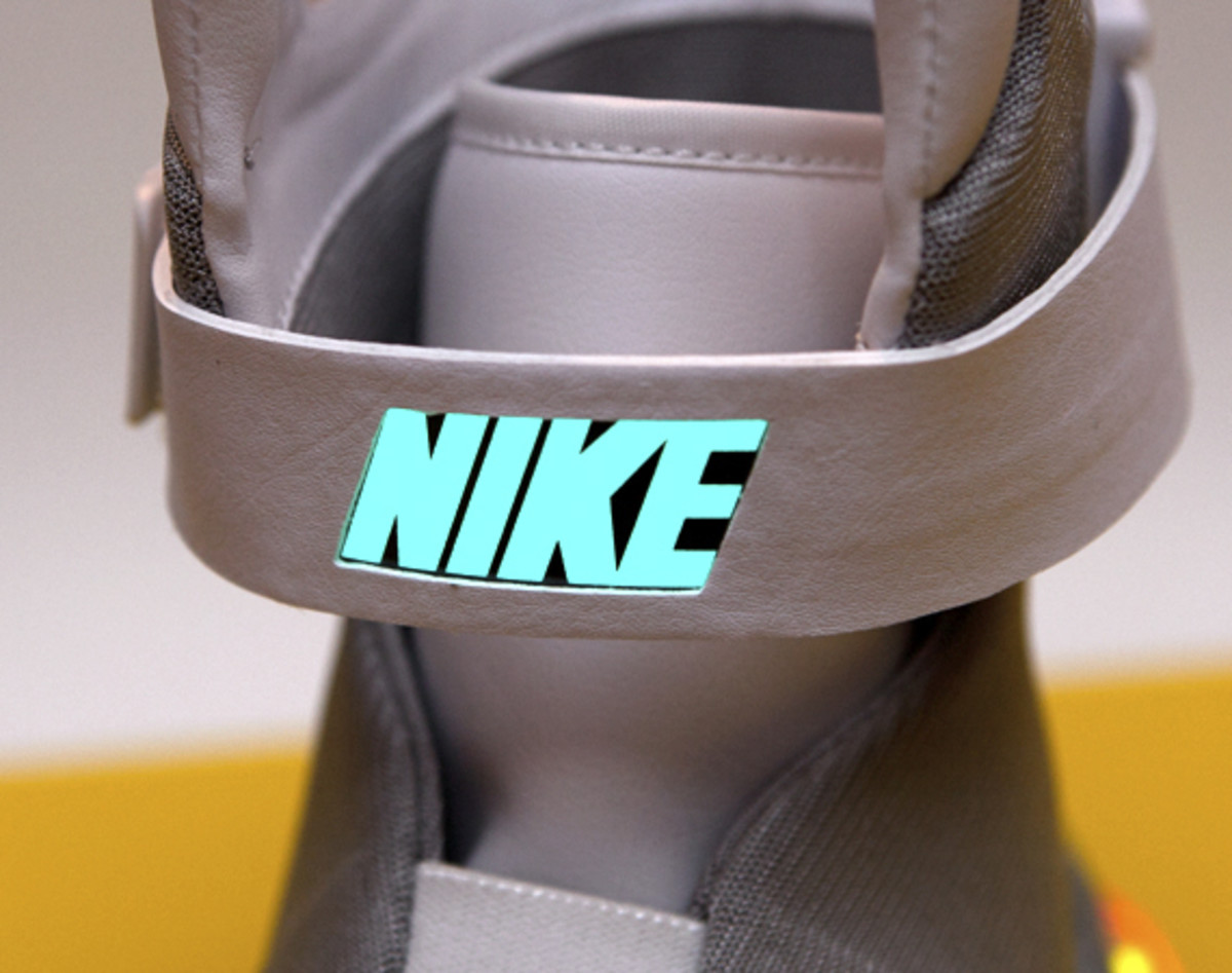 2011-nike-mag-unboxing-29