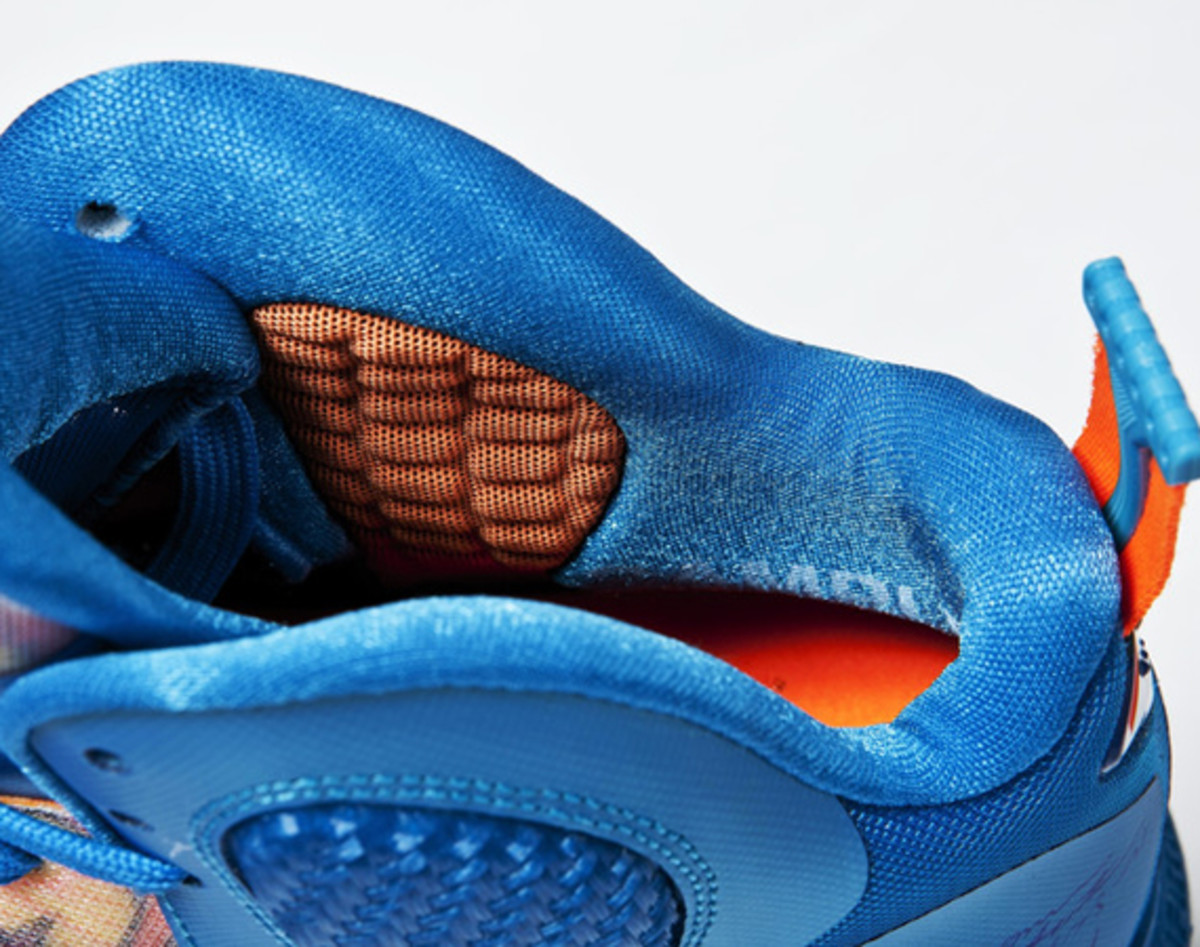 nike-lebron-9-china-edition-detailed-look-02b