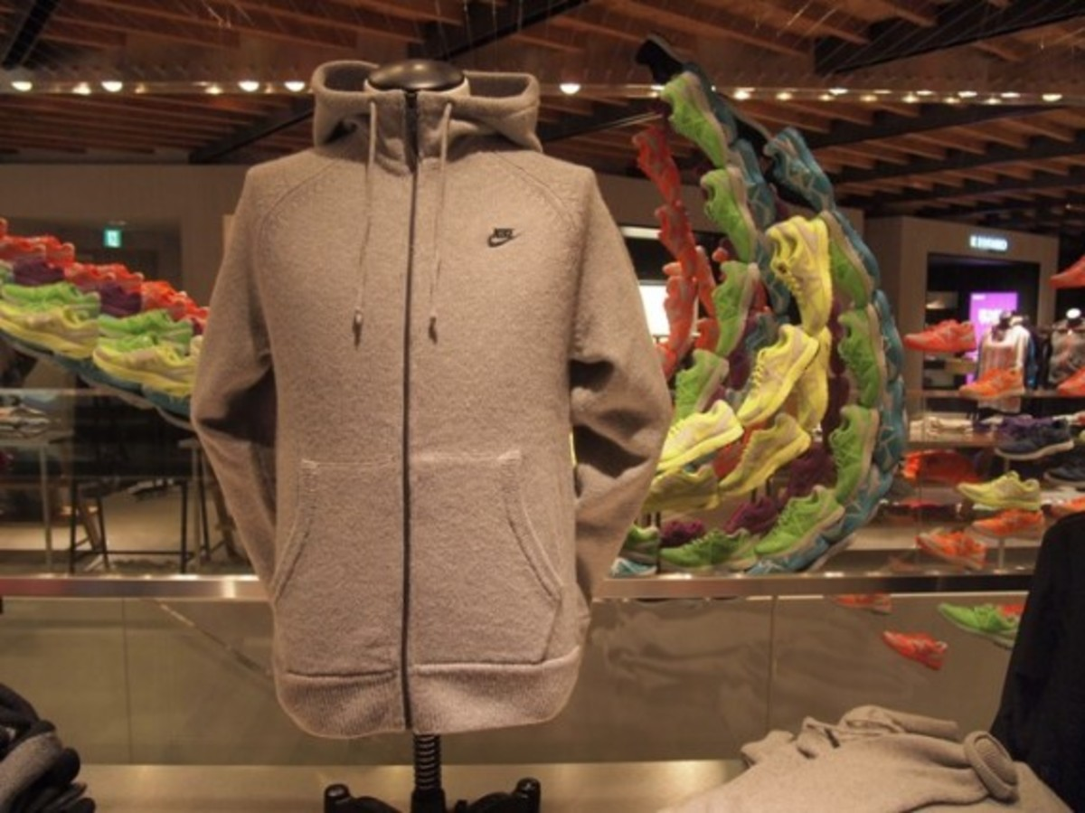 aw77-knit-hoodie-01