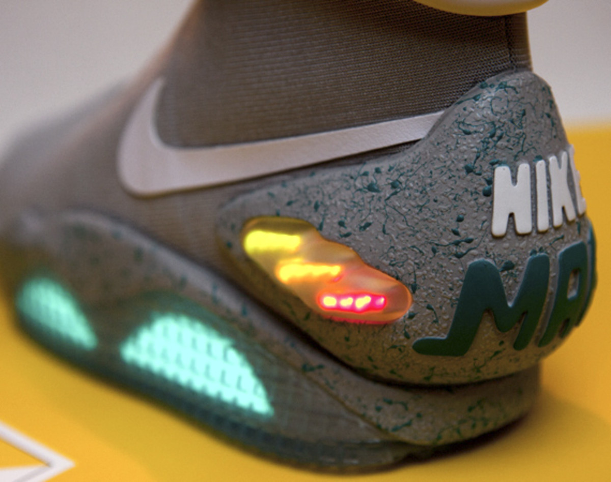 2011-nike-mag-unboxing-27