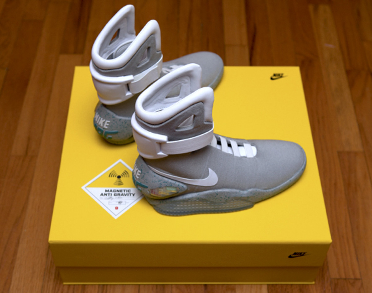 2011-nike-mag-unboxing-19