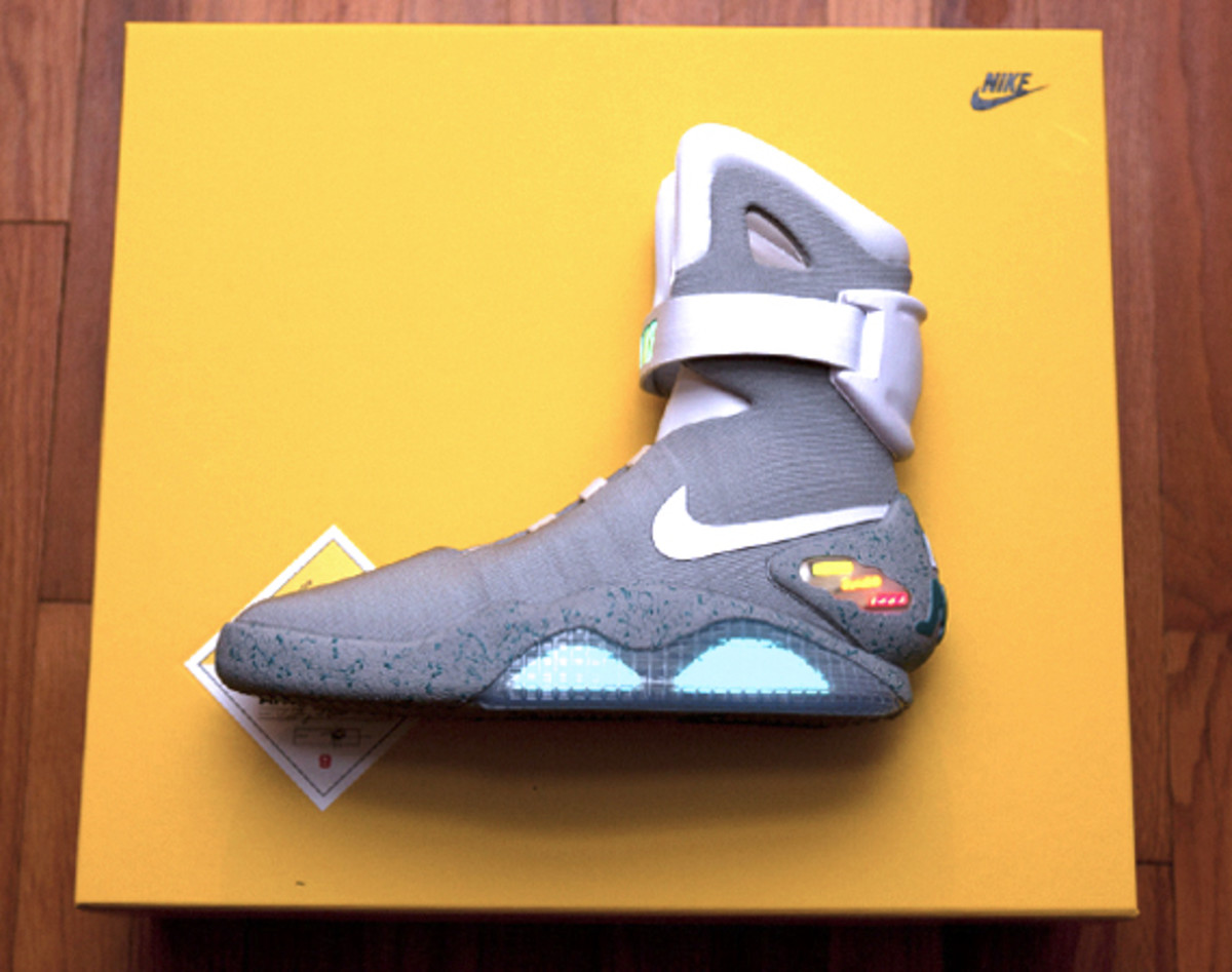 2011-nike-mag-unboxing-35