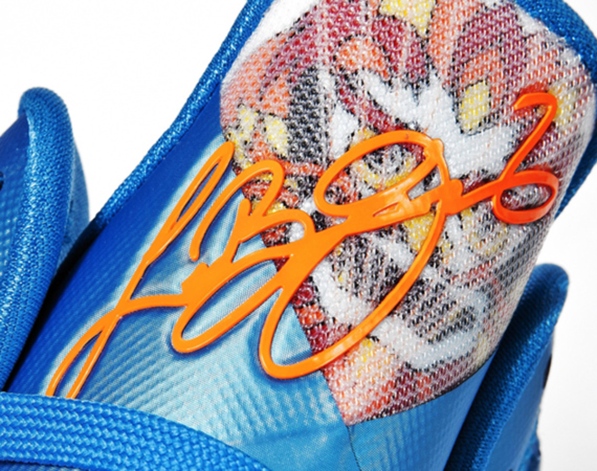 nike-lebron-9-china-edition-detailed-look-00