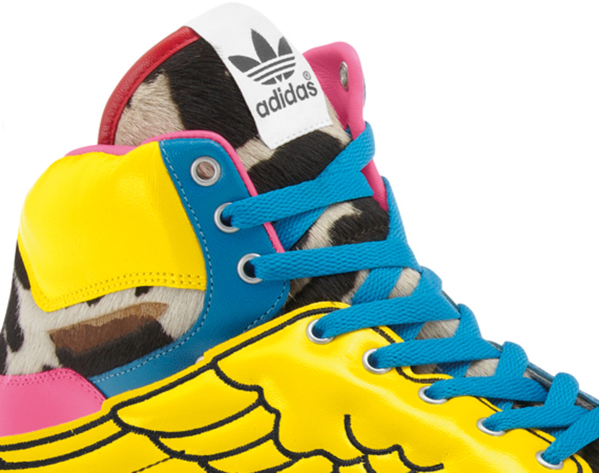 2NE1-adidas-originals-jeremy-scott-js-collage-wing-06