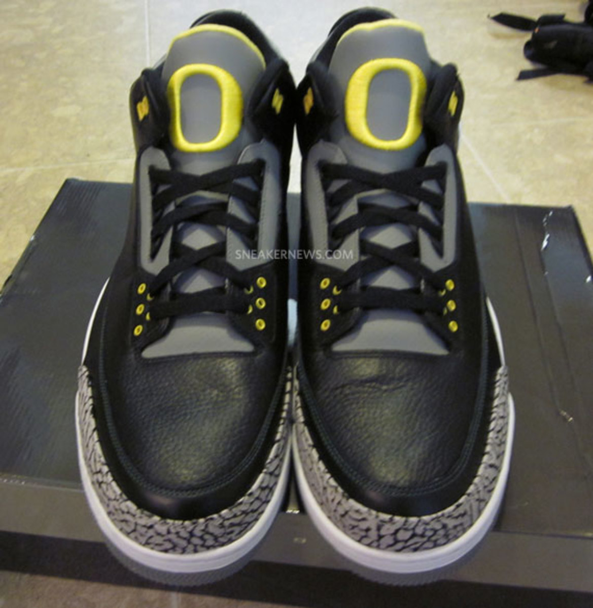 air-jordan-iii-oregon-pit-crew-matt-knight-madness-raffle-4