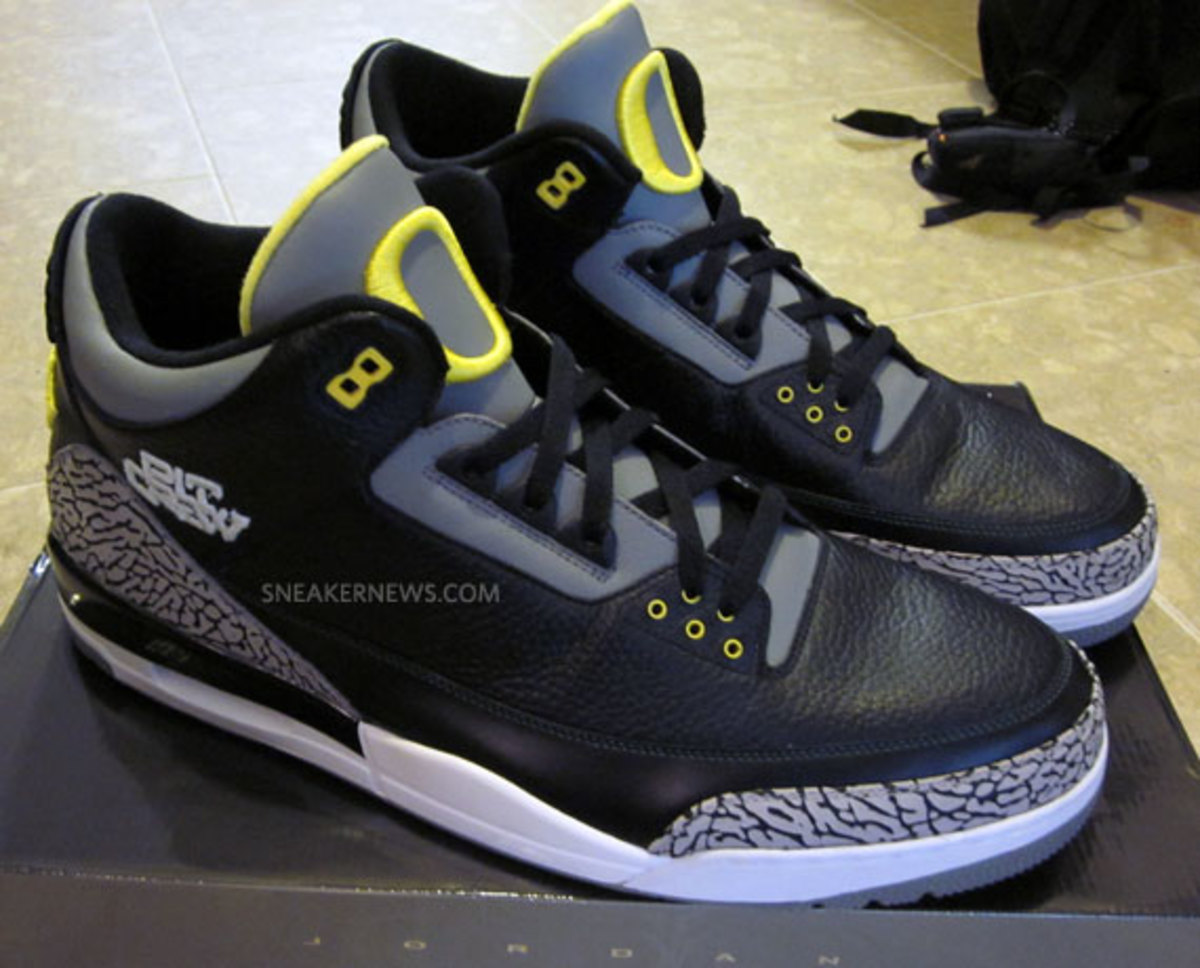 air-jordan-iii-oregon-pit-crew-matt-knight-madness-raffle-2