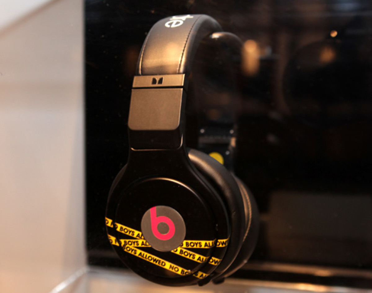 beats-by-dre-custom-headphones-18
