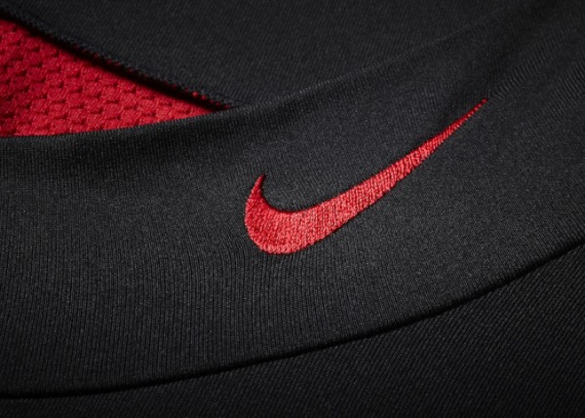 nike-pro-combat-hyperwarm-shield-mock-05