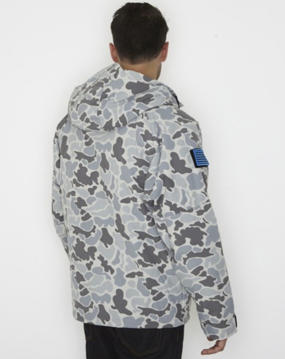 stussy-fall-2011-surplus-collection-field-jacket-02