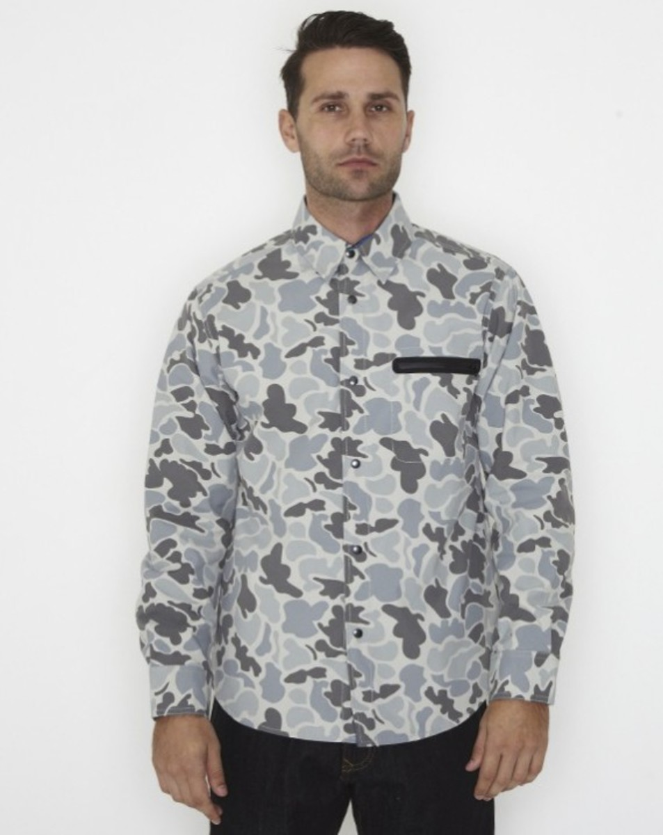 stussy-fall-2011-surplus-collection-zip-camo-shirt-01