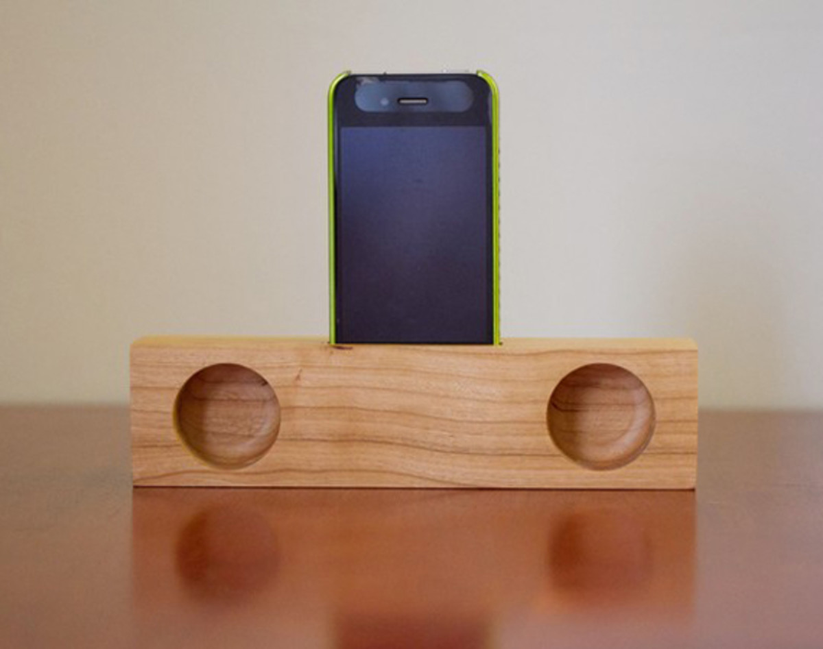 yellow-glue-blues-iphone-acoustic-dock-00