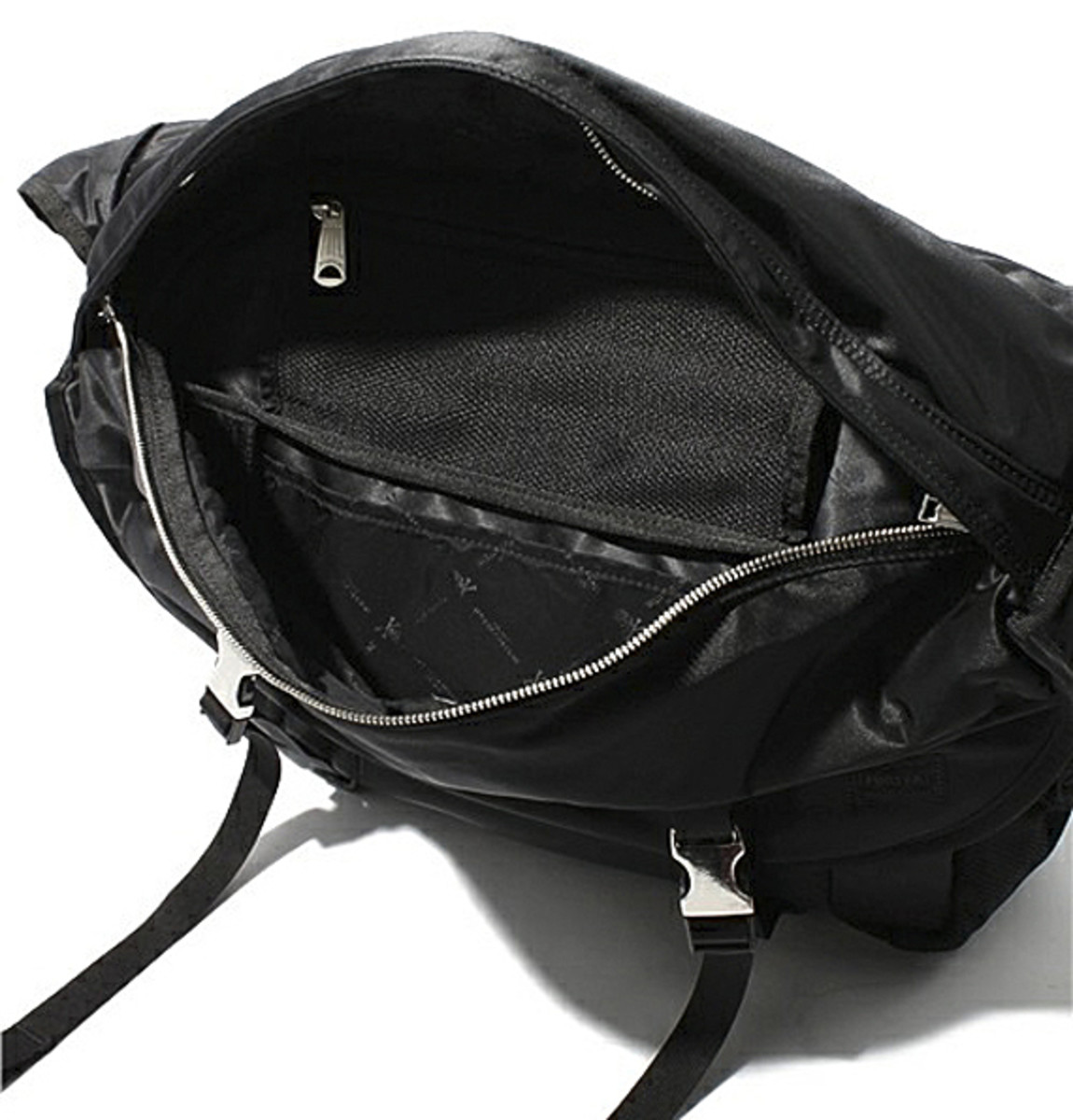 mastermind-JAPAN-PORTER-Messenger-Bag-05 (1)