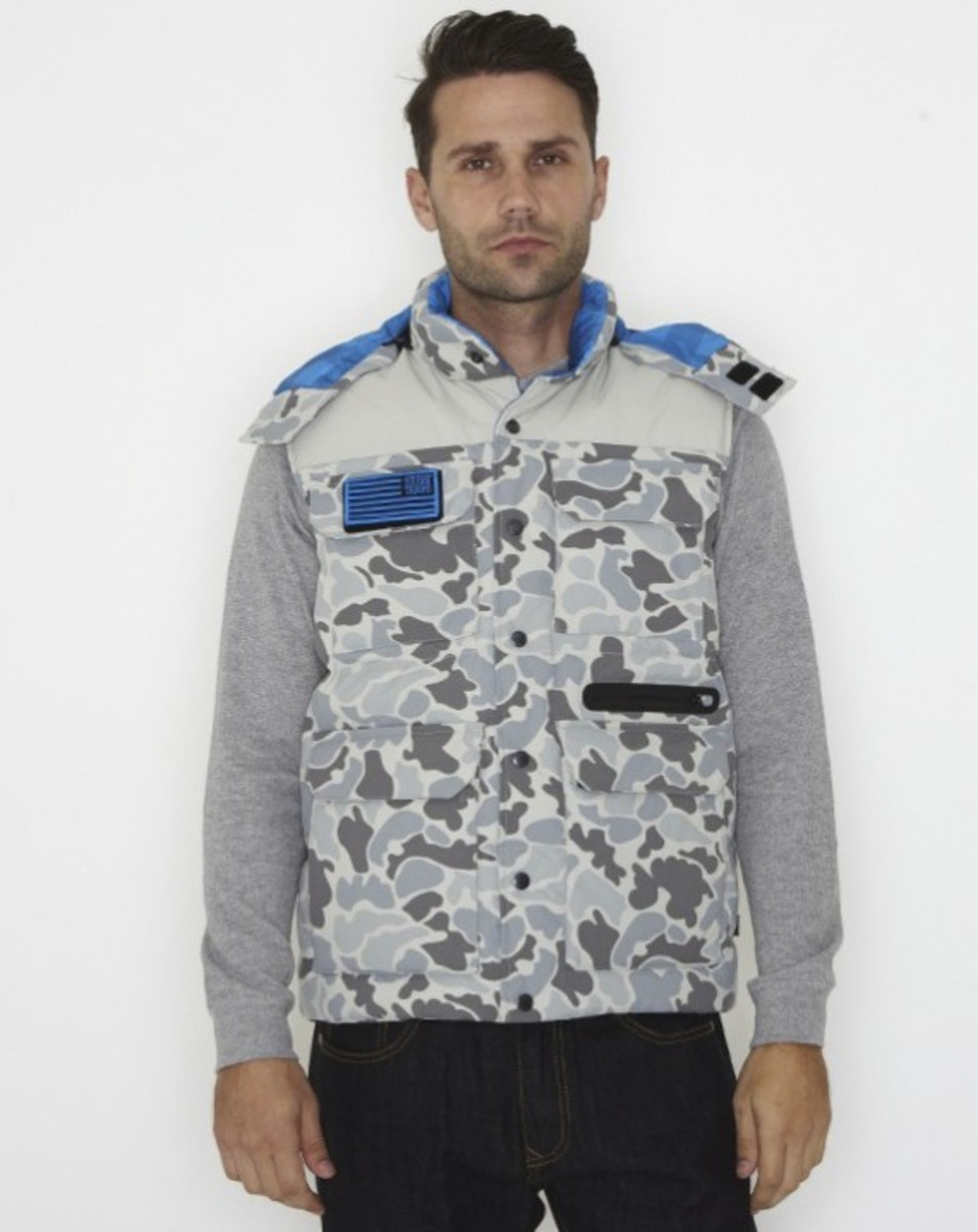 stussy-fall-2011-surplus-collection-scout-vest-01