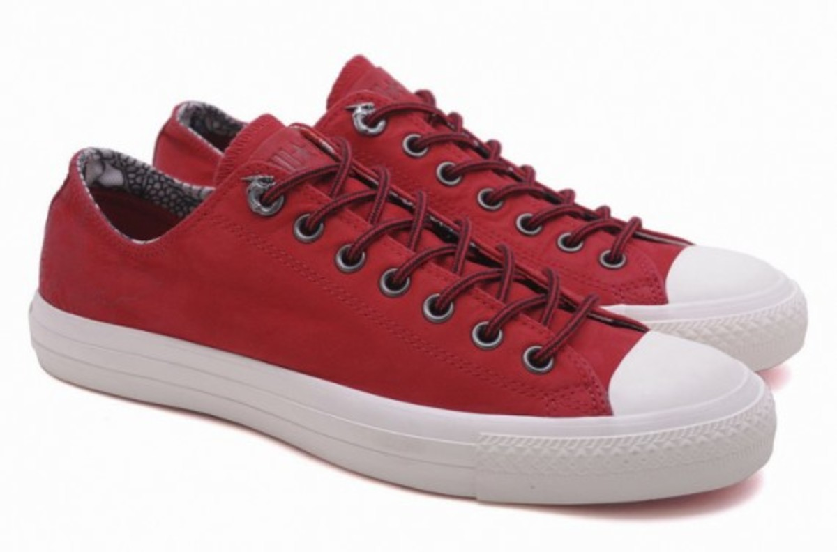 converse-chuck-taylor-all-star-leather-hi-ox-dragon-11