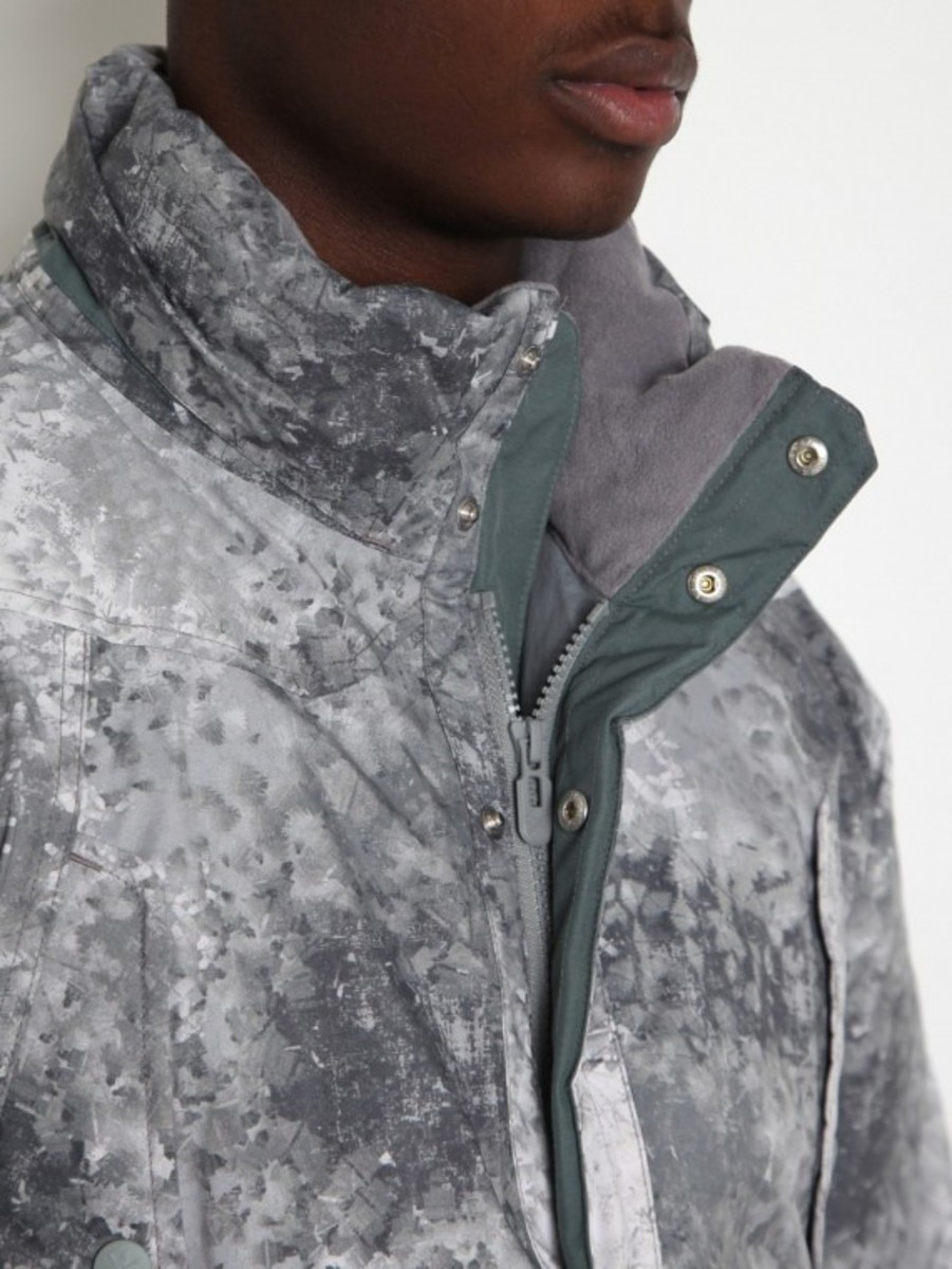 white-mountaineering-pertex-digital-camo-middle-down-jacket-06