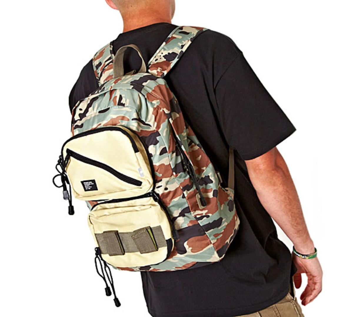 stussy-summer-camo-mil-spec-packable-backpack-01