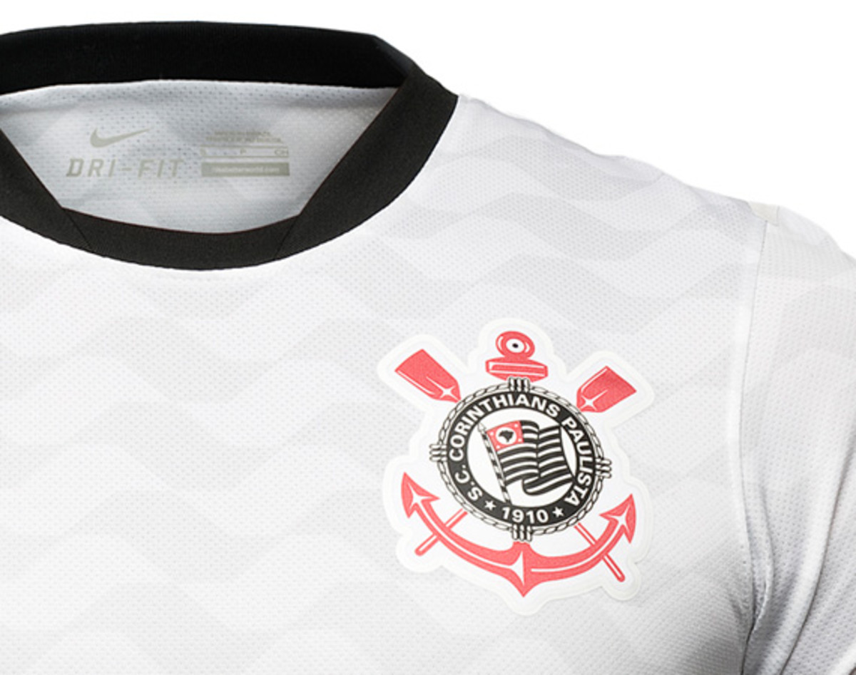 nike-football-sport-club-corinthians-paulista-2012-2013-kit-03