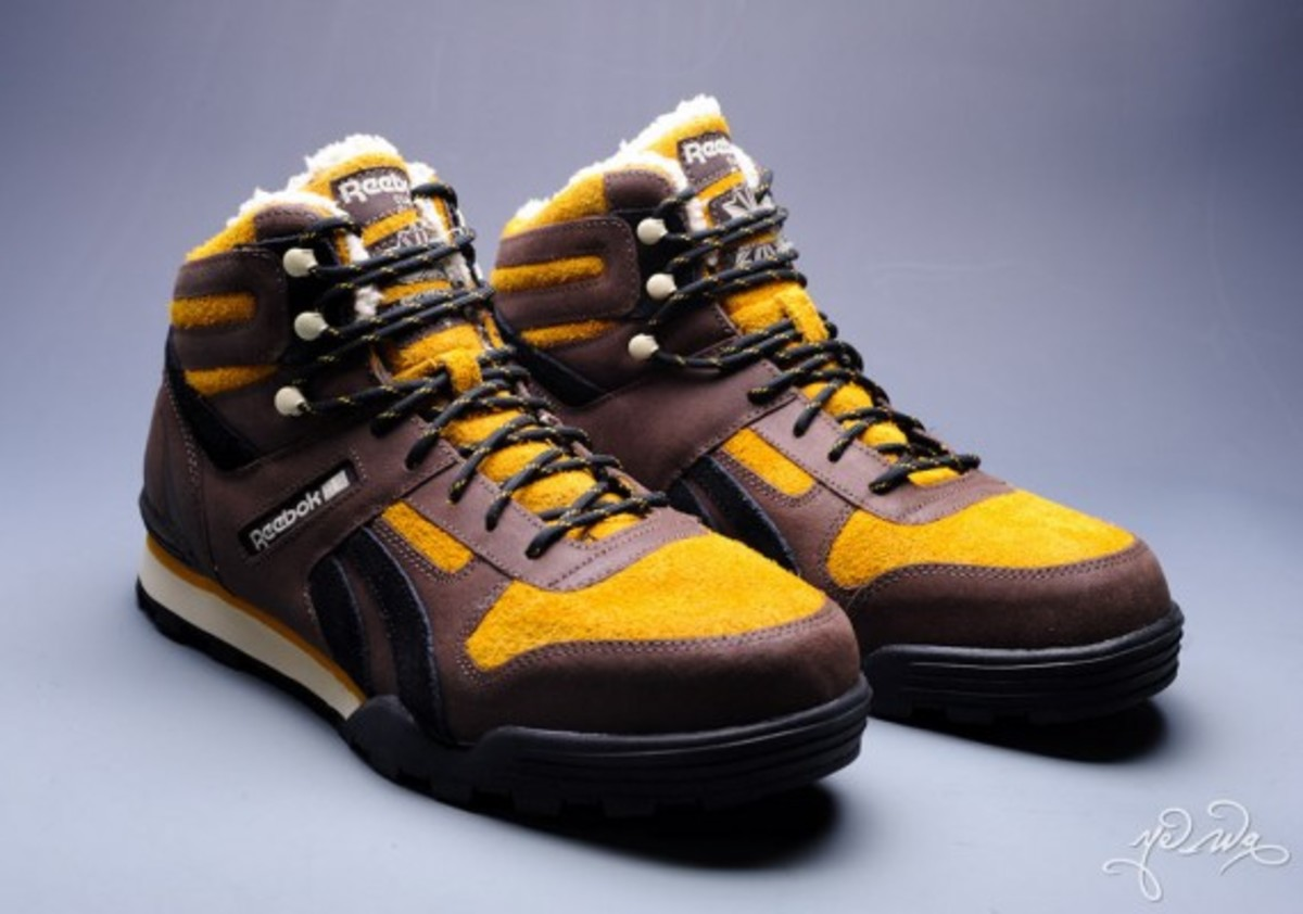 marvel-reebok-night-sky-mid-sabretooth-02