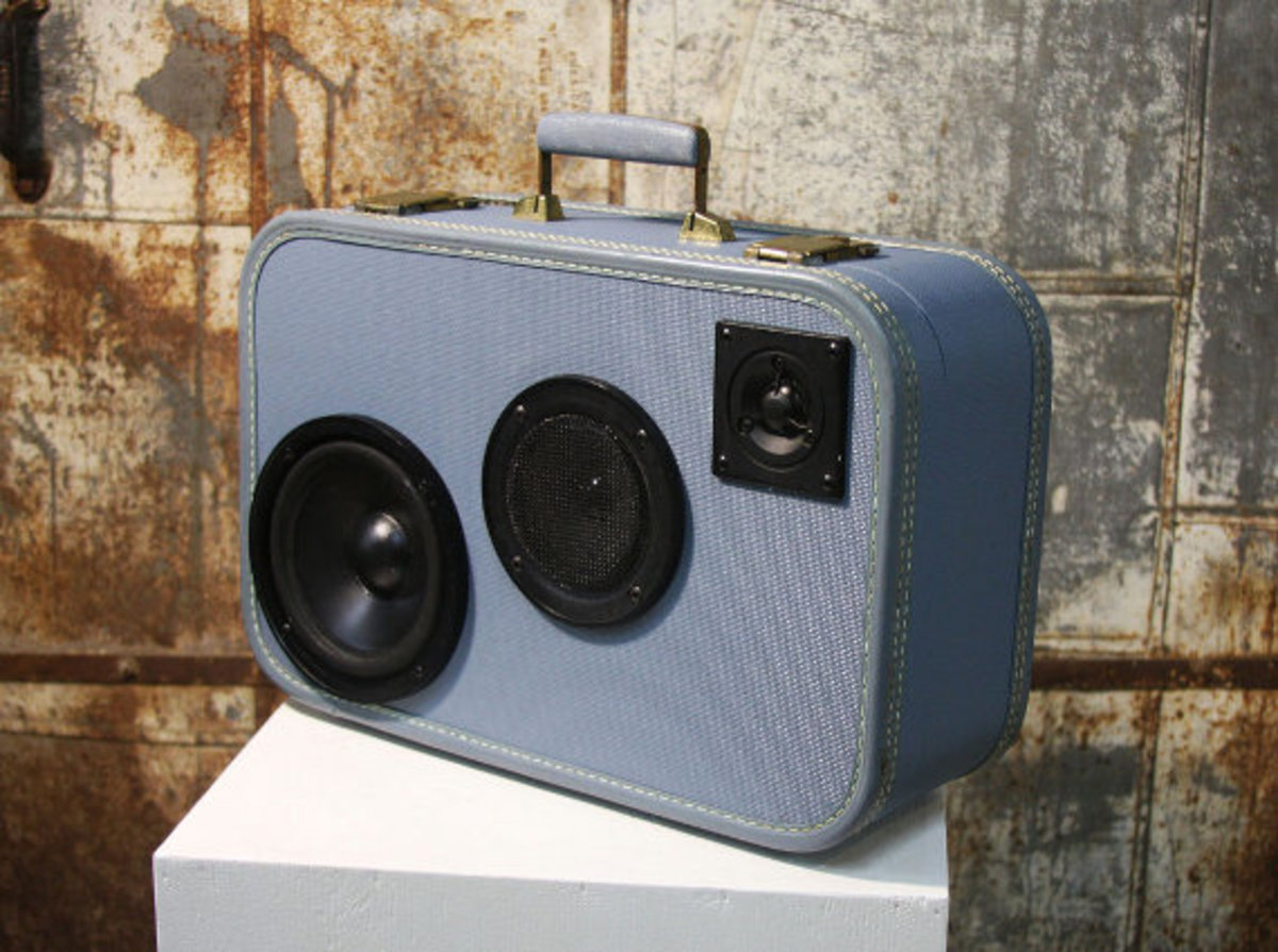 case-of-base-recycled-vintage-suitcase-boombox-06