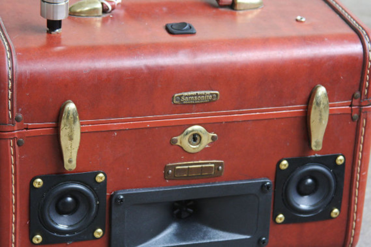 case-of-base-recycled-vintage-suitcase-boombox-12