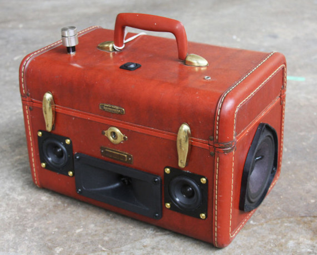 case-of-base-recycled-vintage-suitcase-boombox-10