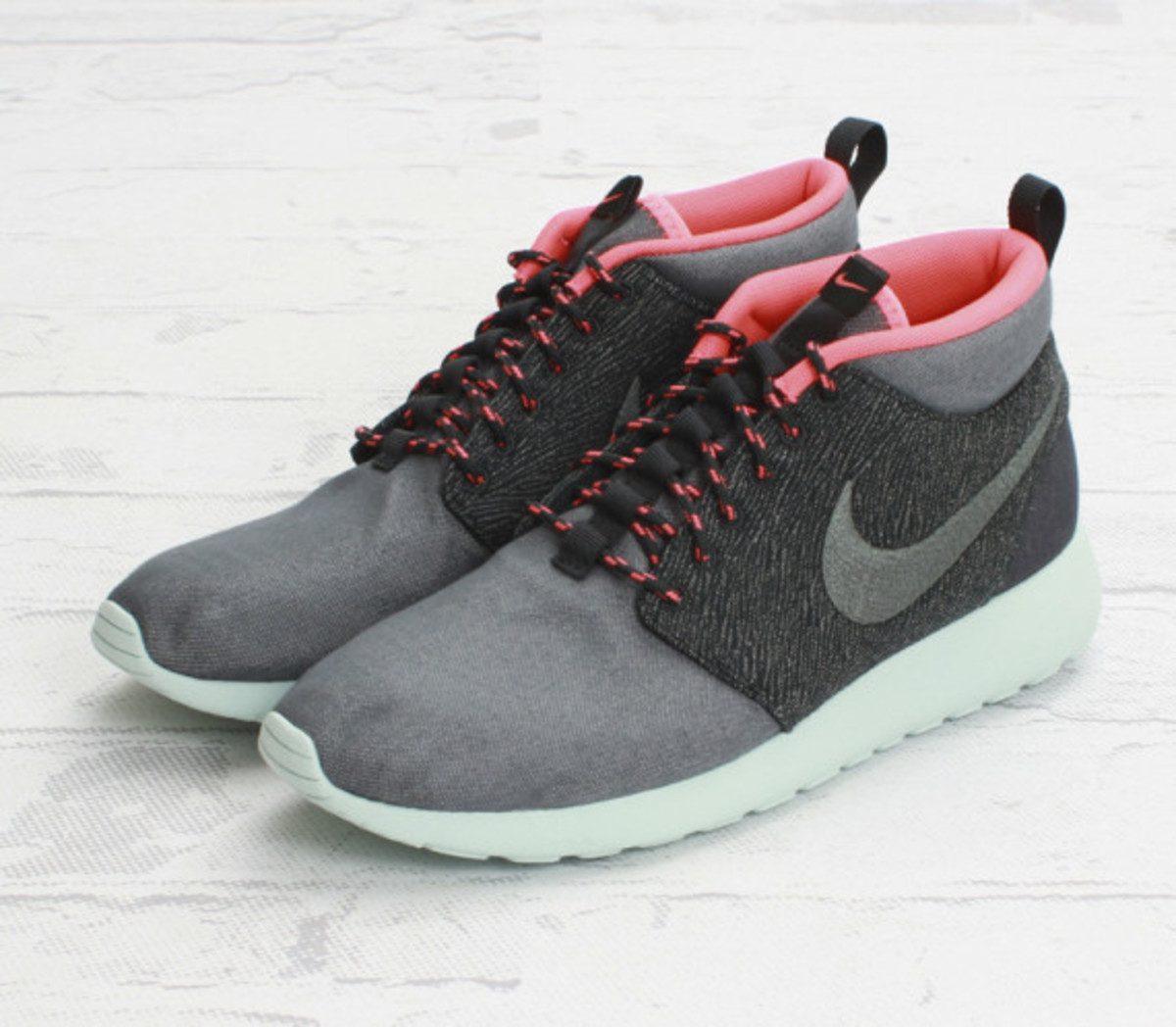 nike-roshe-run-mid-city-pack-585898-333-tokyo-concepts-boston-03