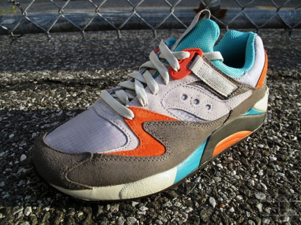 packer-shoes-saucony-grid-9000-tech-pack-11