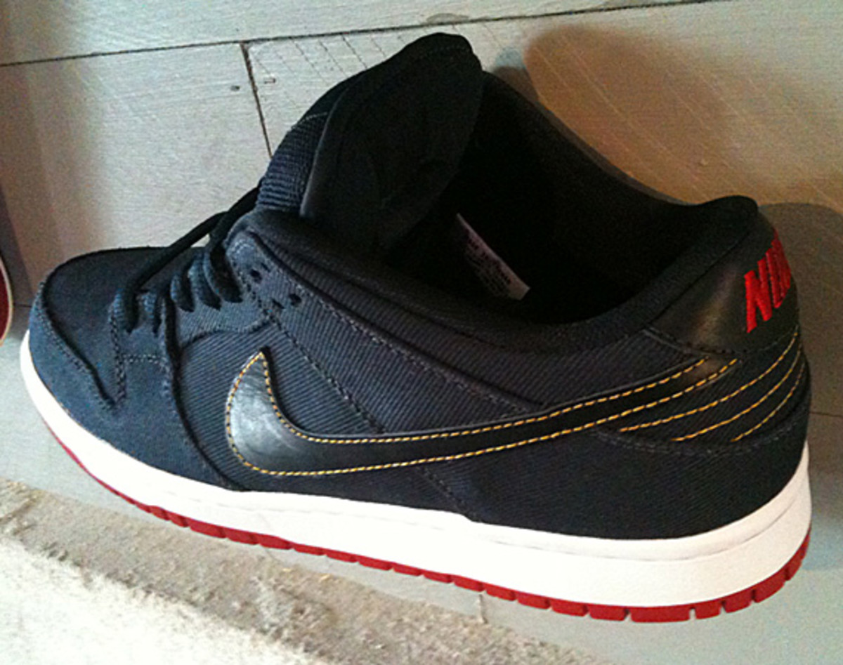 levis-nike-sb-dunk-low-olympic-01