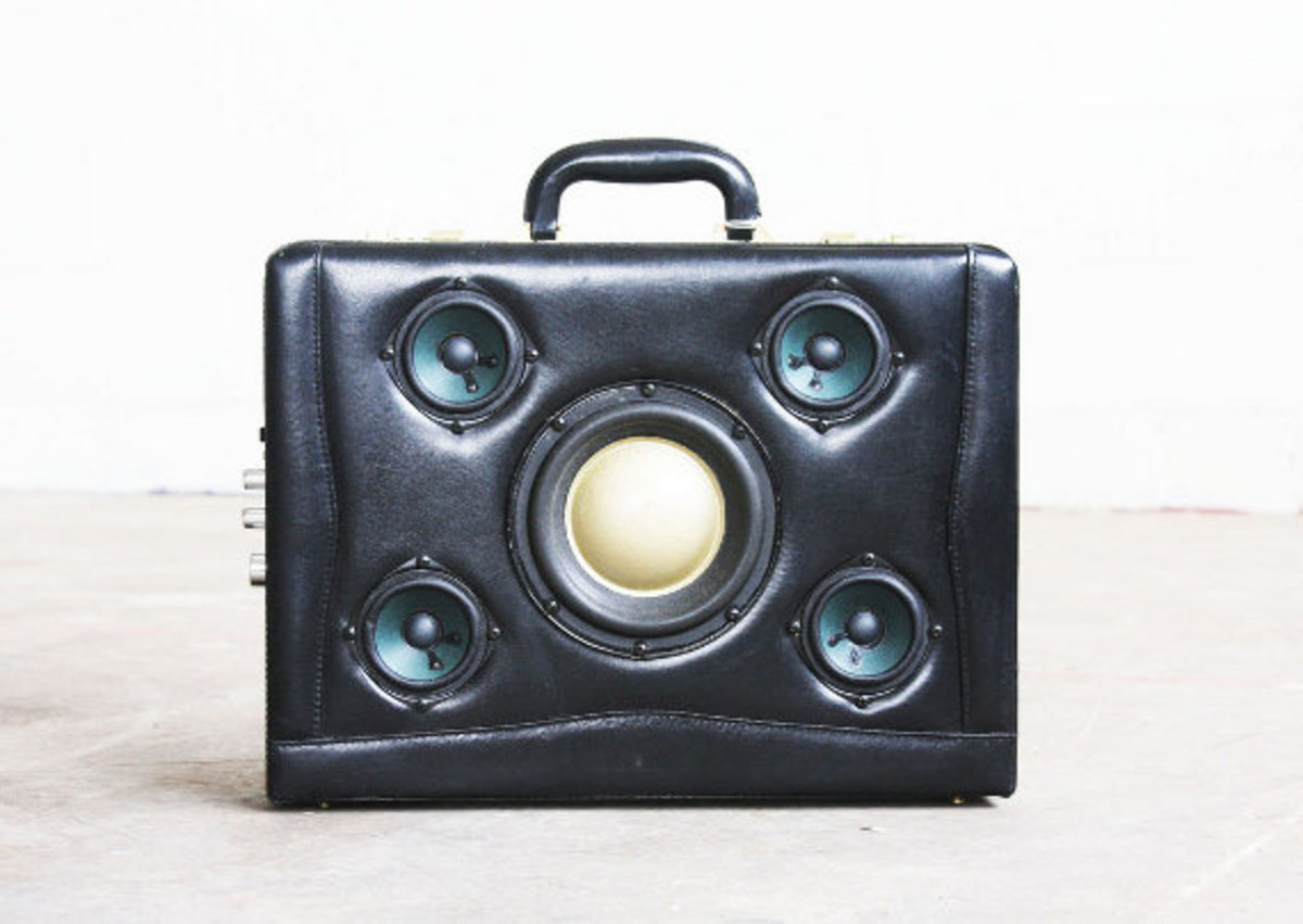 case-of-base-recycled-vintage-suitcase-boombox-07