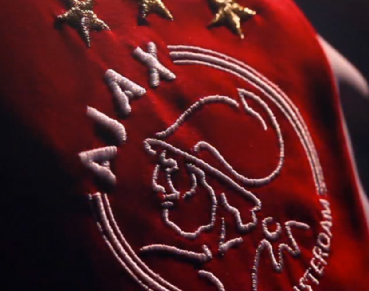 ajax-home-kit-2012-2013-00