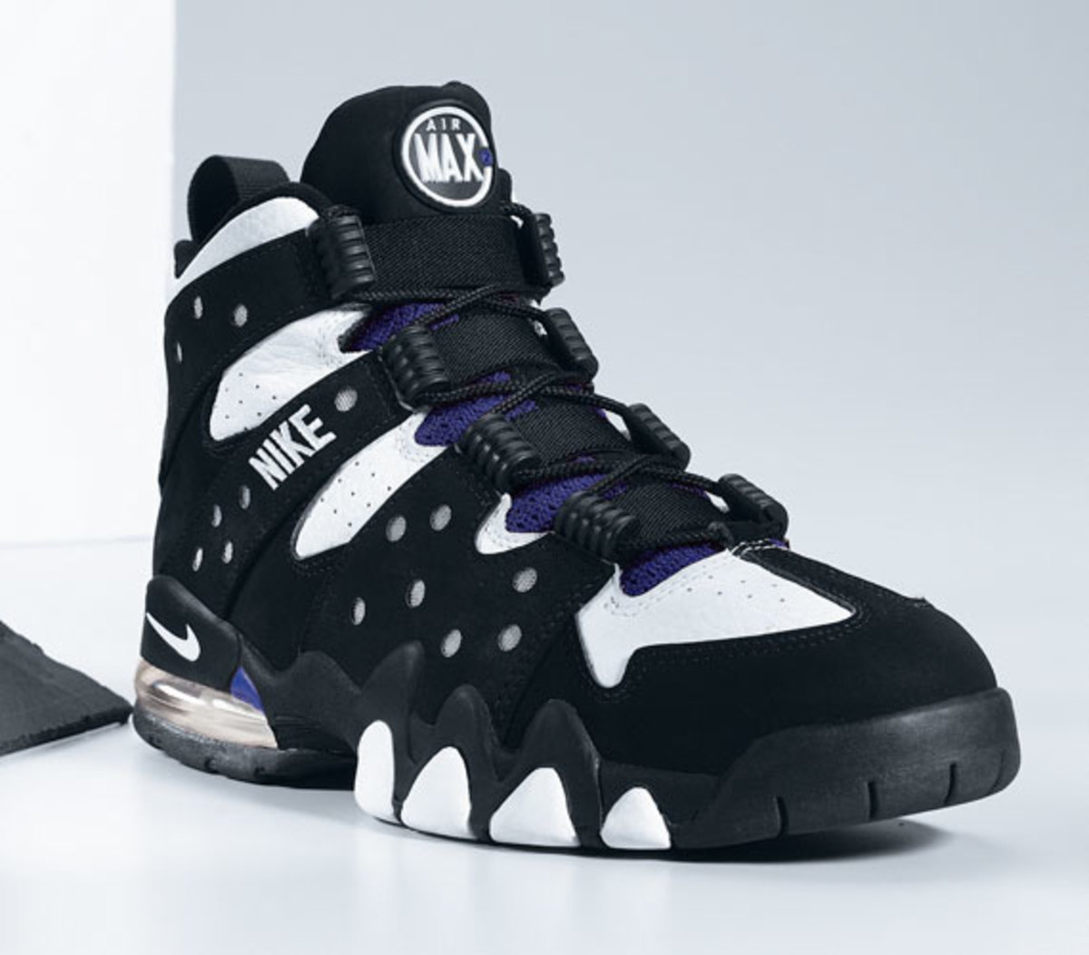 nike-basketball-1992-2012-air-max2-cb-04