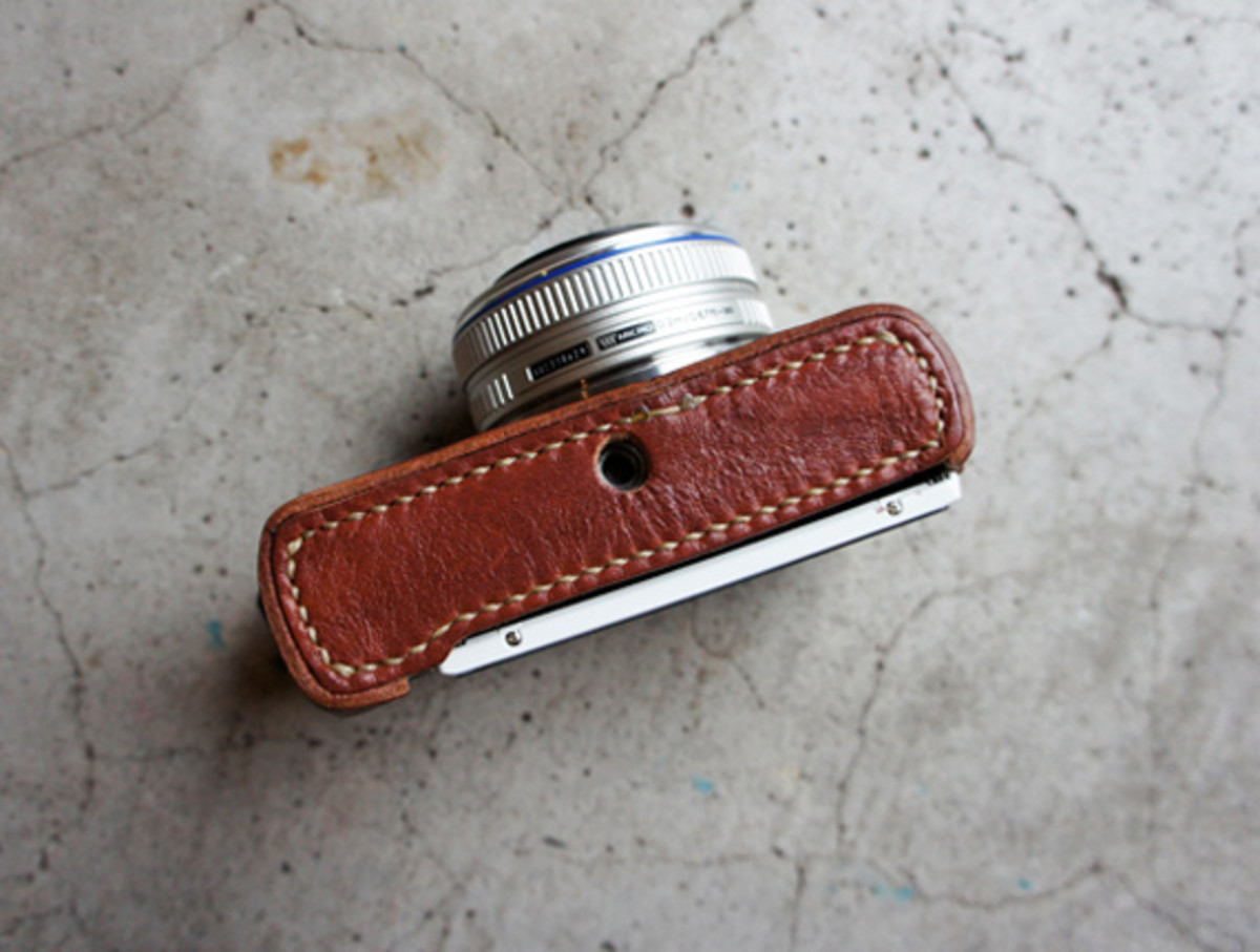 roberu-olympus-e-pl3-holder-and-strap-07