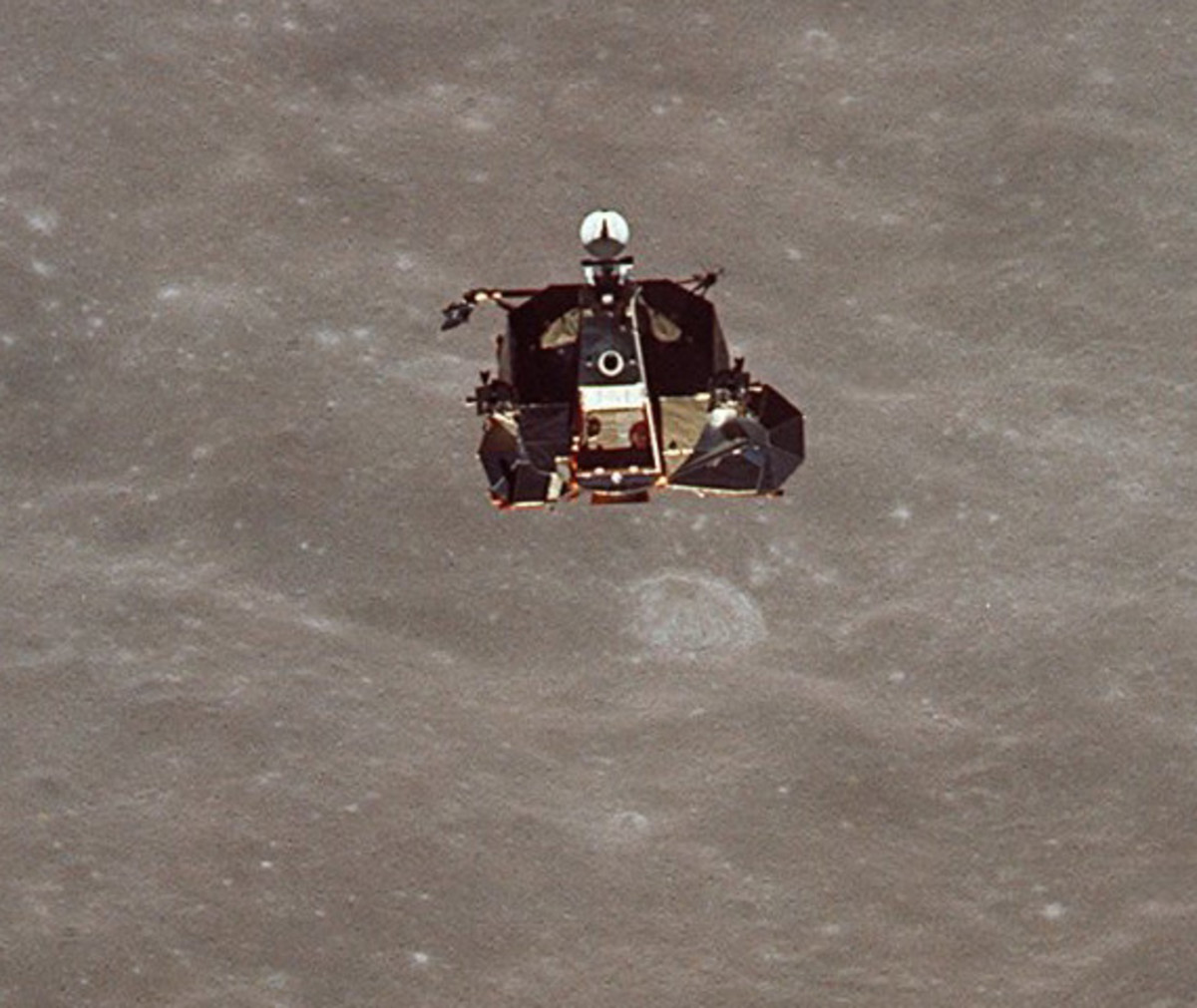 neil-armstrong-first-man-on-the-moon-apollo-11-06