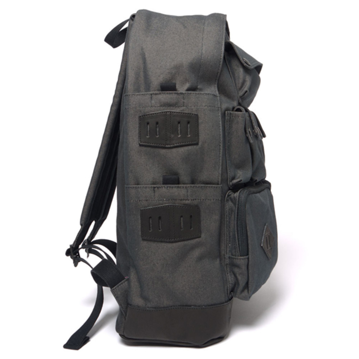 white-mountaineering-porter-ox-multi-pocket-daypack-03