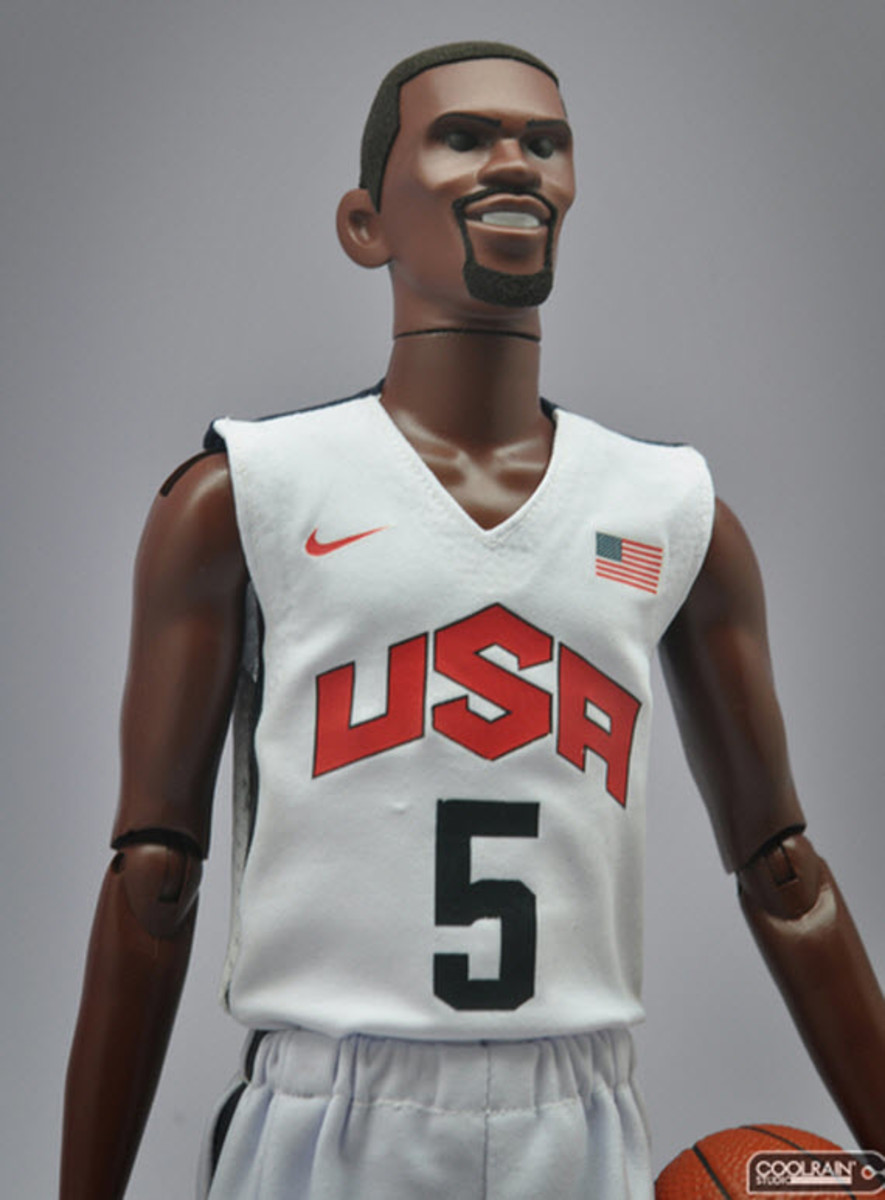 nike-sportswear-x-coolrain-relive-the-dream-dream-team-figures-6