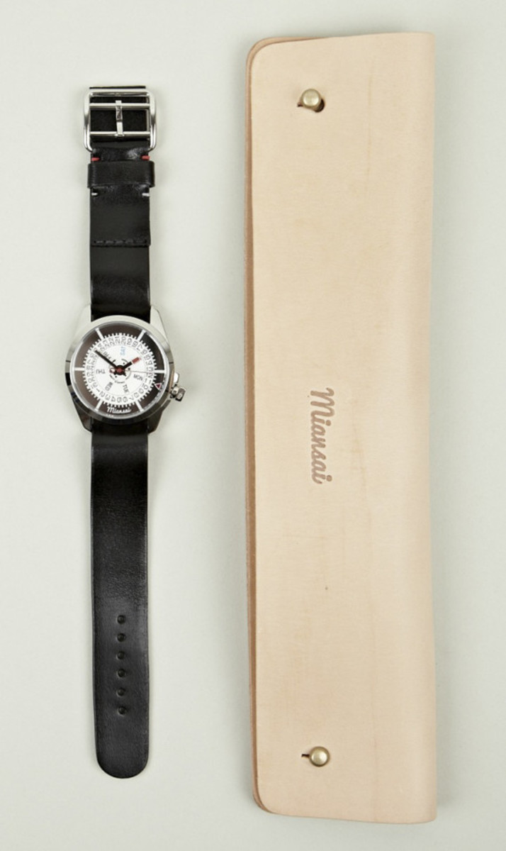 miansai-m1-all-black-leather-strap-watch-06