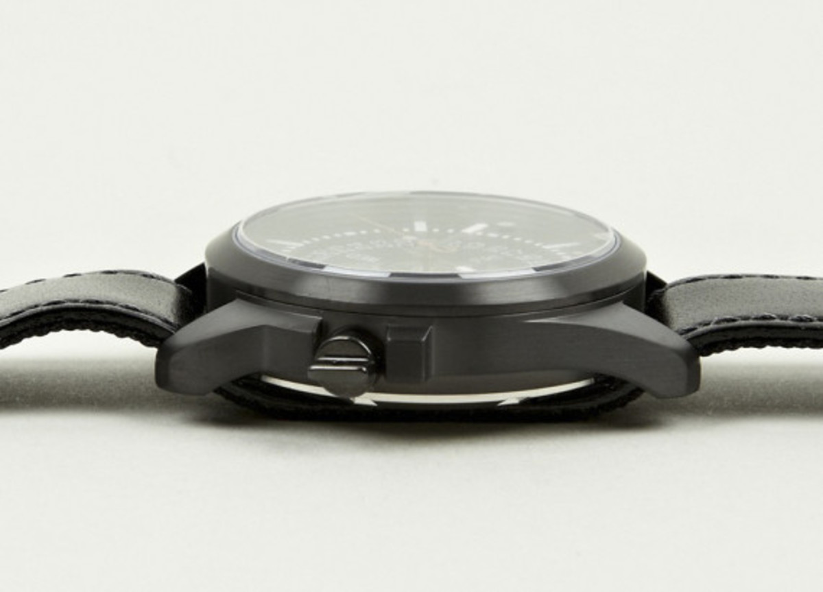 miansai-m1-all-black-ribbon-leather-strap-watch-02