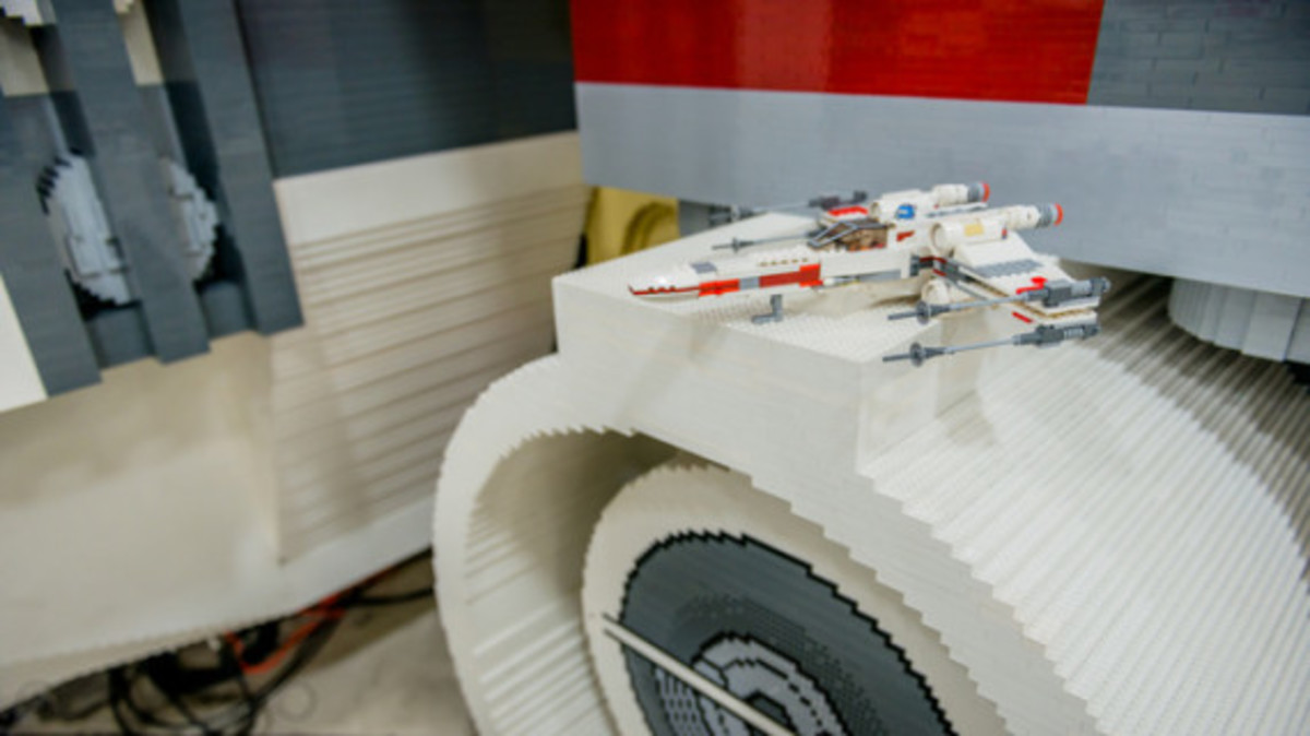 full-scale-lego-x-wing-002